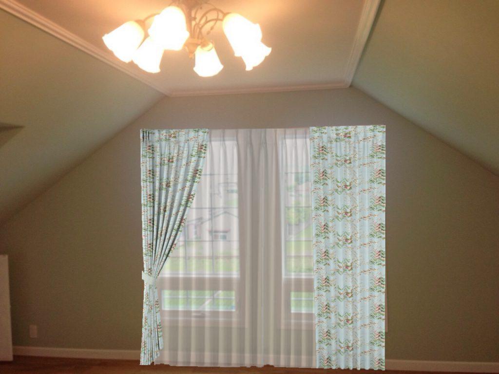 2つの窓にシュミレーションでカーテンをかけた様子