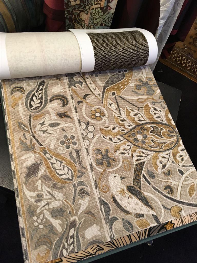 マートンアビー工房による手織りカーペットからインスパイアされた「Bullerswood」の生地