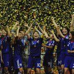 女子サッカー日本代表の優勝セレモニー
