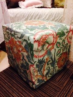 花柄の椅子