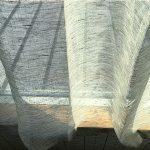 薄いグレーのリネンカーテン
