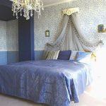 ブルーを基調としたベッドルーム天蓋