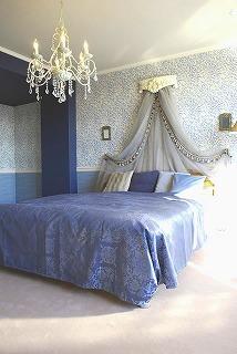 ブルーを基調としたベッドルーム