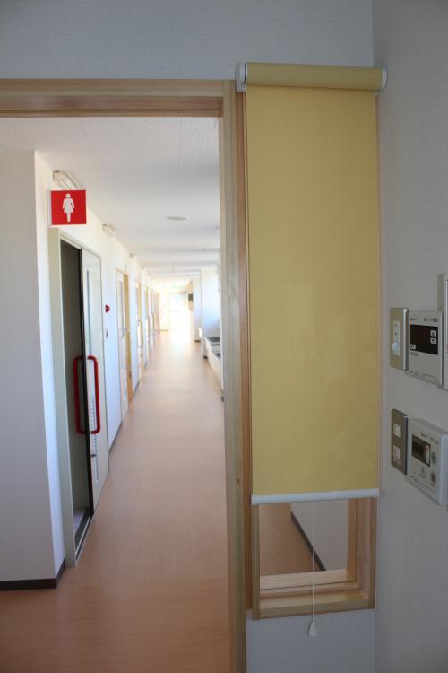 宿直室から見た廊下の様子
