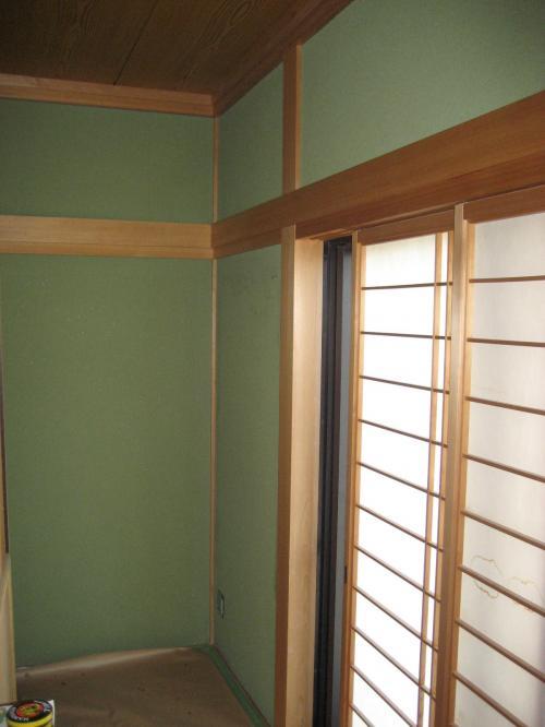 リフォーム前の和室写真三枚目、別角度で部屋の角を撮影
