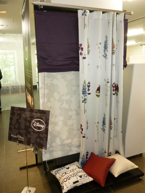 展示されているディズニーデザインのカーテン