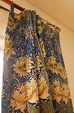 大きな花柄のウィリアムモリスのカーテン