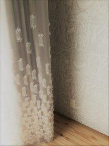壁紙とカーテン